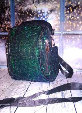 Женский рюкзак с дополнительным ремешком