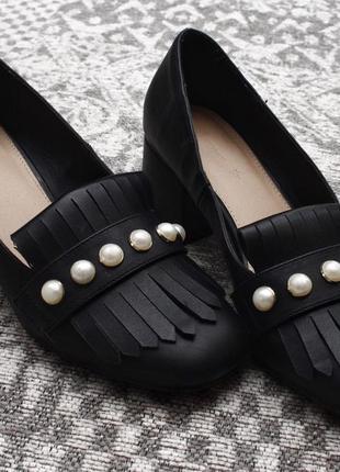 Туфли на толстом каблуке с жемчужинами by very