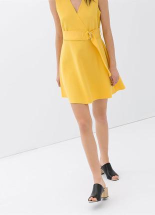 Коктейльное неопреновое платье с поясом