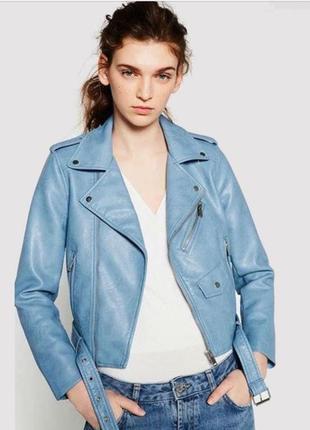 Нежно голубая куртка косуха zara