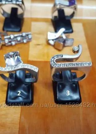 Женские серебряные кольца 18 размер