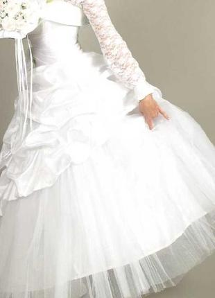 Свадебное платье открытое с кольцами (на фото блуза под платьем)