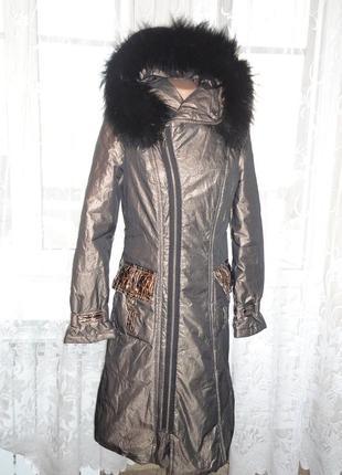 Золотистое зимнее пальто (холофайбер) длина 100см р.s мех енот