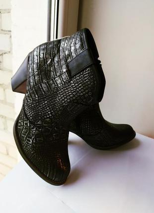 Ботильоны ботинки рептилия под змеиную кожу черный серебристый...