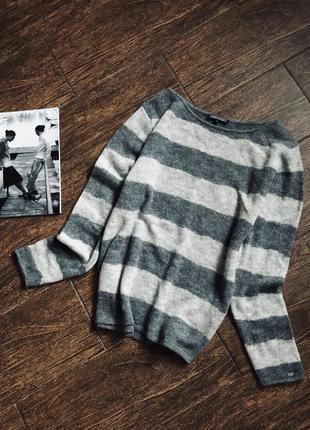 Очень красивый свитер из шерсти и альпаки от известного бренда