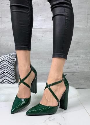 Зелёные туфли под питона с острым носком,туфли на высоком кабл...