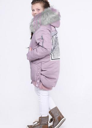Стильная зимняя удлиненная куртка с капюшоном