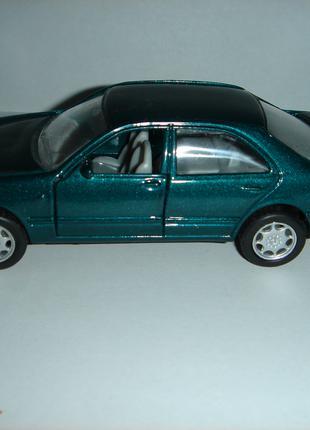 Машинка металлическая MERCEDES-BENZ Е320.