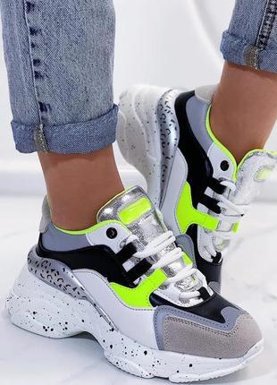 Модные кроссовки на высокой подошве. современная моделька этог...