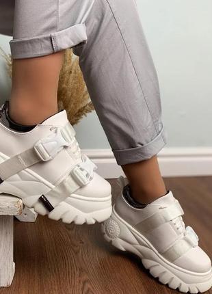 Модные белые кроссовки женские на высокой подошве