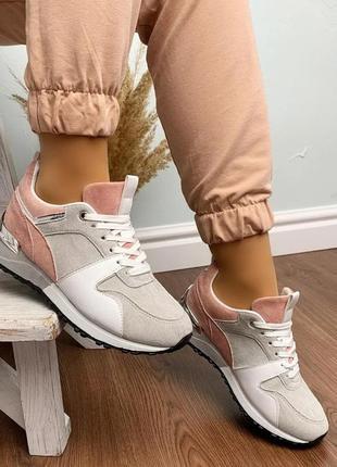 Шикарная модель - очень красивые кроссовки женские на шнуровке...