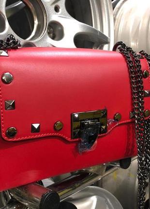 Красная кожаная сумка италия