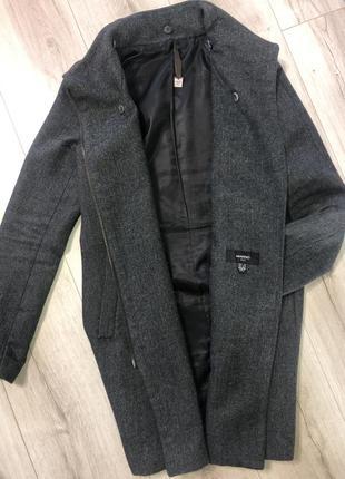 Стильное шерстяное пальто от манго