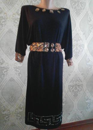 Трикотажное платье с декором