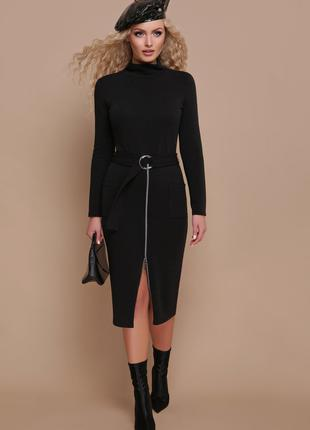 Черное ангоровое платье облегающее по фигуре