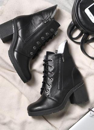 Кожаные зимние женские черные  ботинки ботильоны на каблуке на...