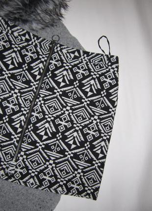 Мини юбка на молнии трендовый черно-белый орнамент