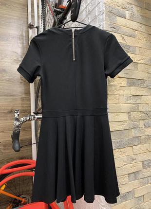 Платье красивое чёрное приталенное с раклешонной юбкой
