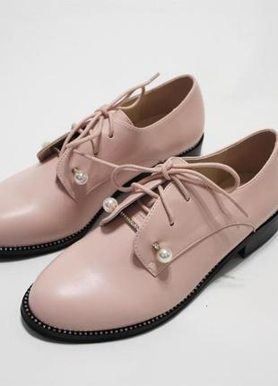 Женские туфли на шнуровках в пудровом цвете