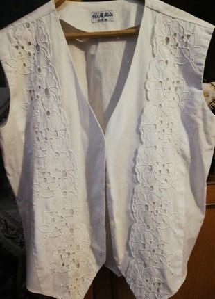 Біла нарядна жилетка