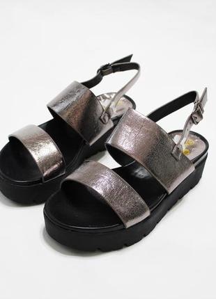Женские золотистые (бронзовые) босоножки (сандалии) на черной ...