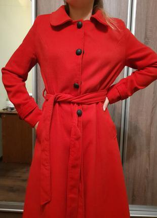 Пальто красное длинное осень