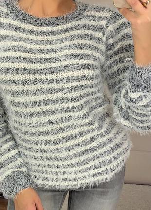 Красивый женский свитер травка в полоску