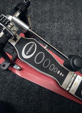Педаль для барабана.