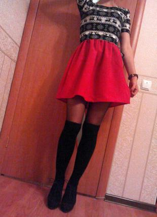 Платье мини очень красивое s с пышной юбкой