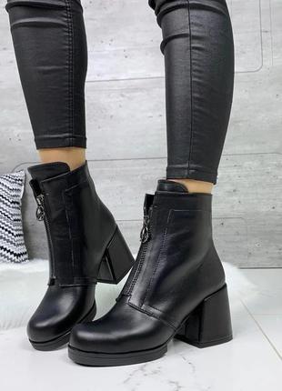 Оригинальные женские ботинки на толстом каблуке