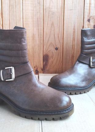 Стильные новые полностью кожаные итальянские полусапожки peper...