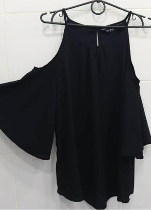 Красивая блуза с открытыми плечиками
