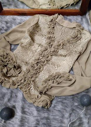 Романтичная блузка кофточка с рюшами и фактурным узором оливко...