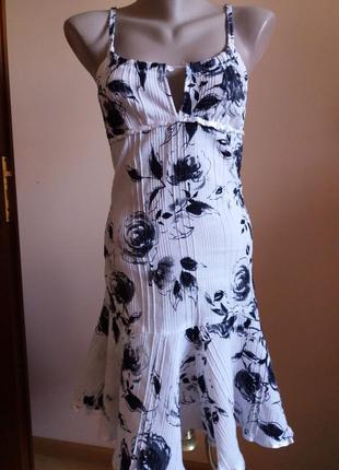Летнее чёрно-белое платье на бретелях в цветы 36
