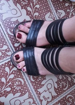 Чёрный летние босоножки на устойчивом каблуке на пряжке 40 р a...