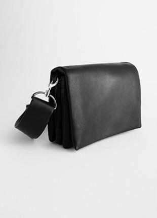 & other stories сумка черная кожаная кроссбоди