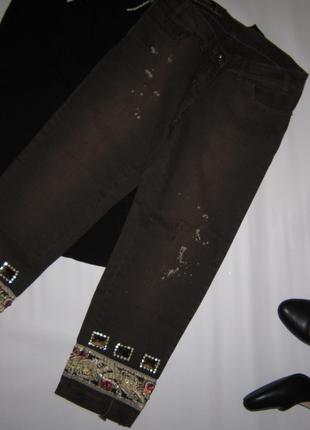 Роскошные короткие джинсы-капри с эффектом заношенности, страз...