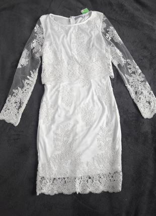 Белое кружевное вечернее платье