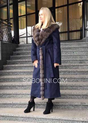 Роскошное в итальянском стиле Пальто с мехом куницы под соболь