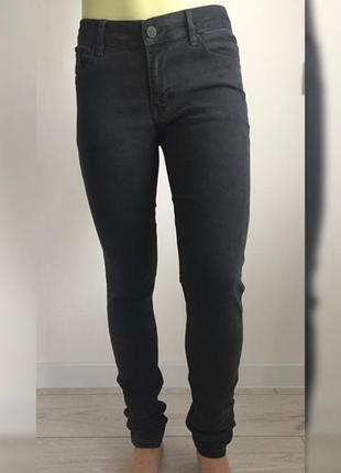 Джинси, джинсы, серые джинсы, темные джинсы.