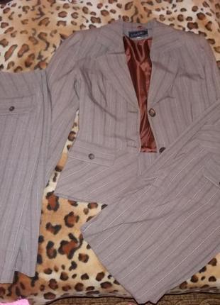 Женский классический брючный  костюм с юбкой светло-коричневый...