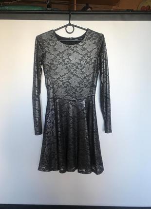 Серебряное блестящее платье приталенное с юбкой солнцем