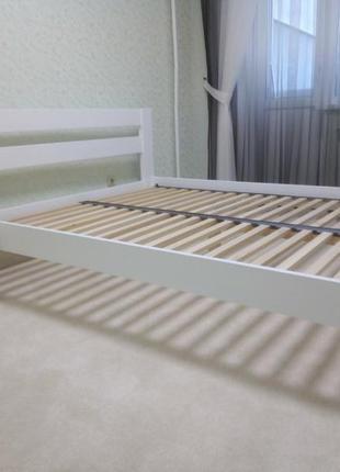 Кровать и прикроватные тумбы