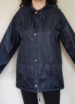 Куртка, ветровка, дождевик.