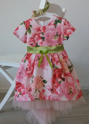 Нарядное красивое платье для девочки 3 года.