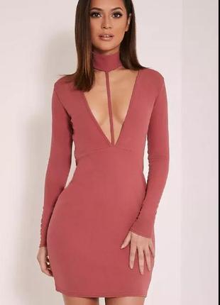 Вечернее сексуальное платье с чокером и глубоким декольте