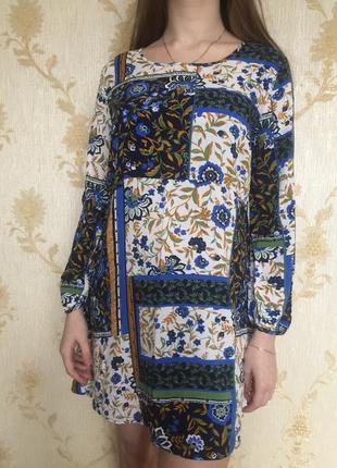 Легкое свободного кроя платье из вискозы