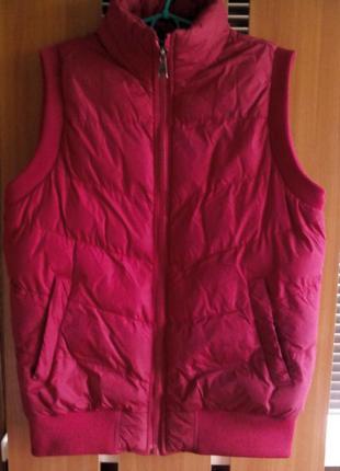 Теплая стеганная куртка жилет безрукавка