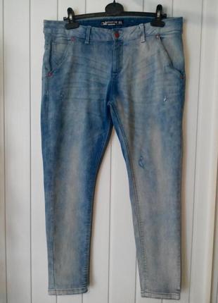 Крутые женские  джинсы бойфренды