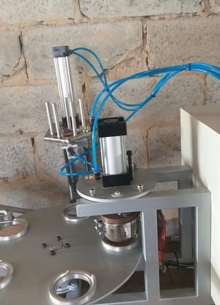 Апарат для розлива и запайки сухой и жидкой продукции